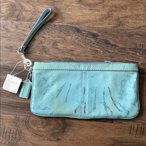 NWT Coach Patent Leather Clutch Wristlet